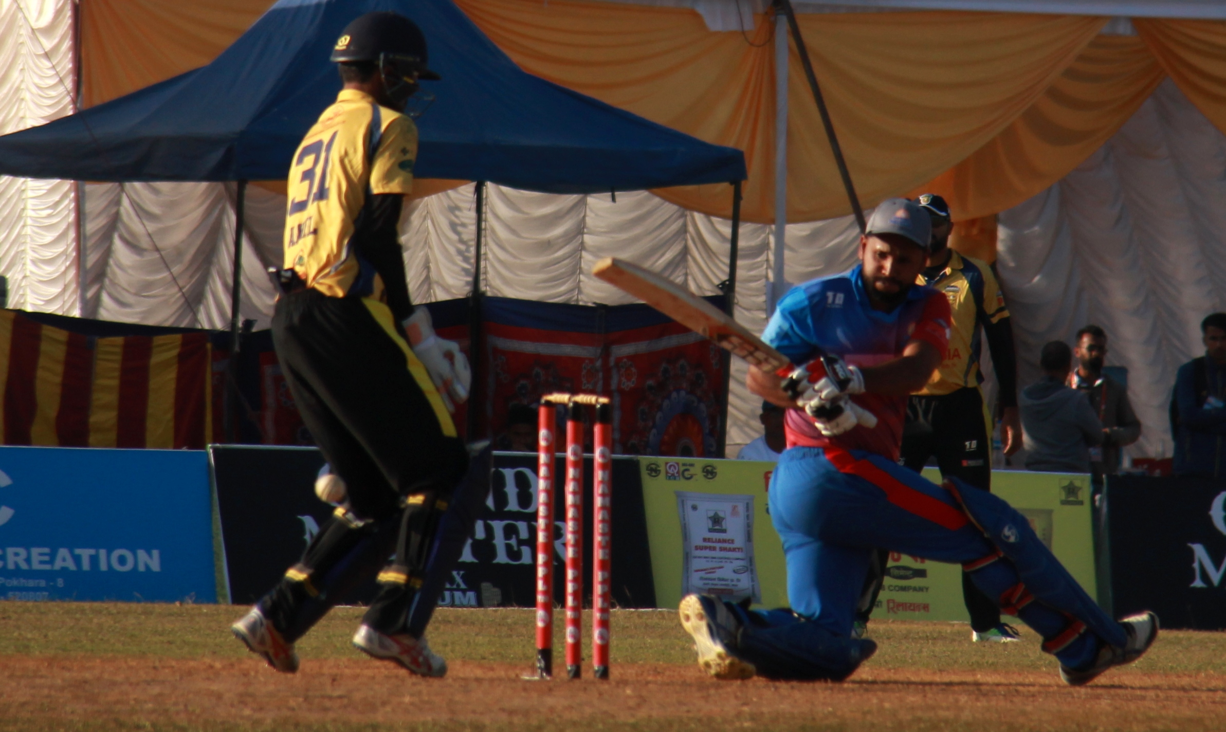 Ravi Inder Singh batting