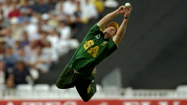 Jonty-Rhodes-of-South-Africa-catches-Robert-Croft-of-England-during-the-Emirates-Trophy1